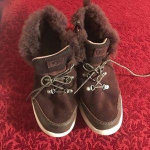 UGG high top sneaker/bootie with inner fur